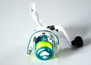 Fishing reel for spinning